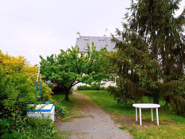 圣纳泽尔(Saint-Nazaire)的民宿