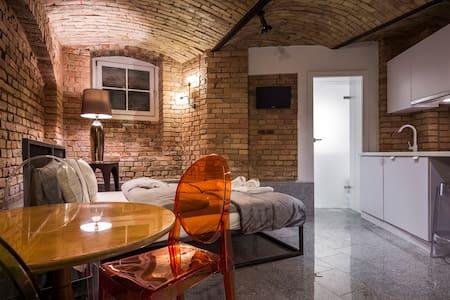 Underground Apartment- Poznań, Stare Miasto