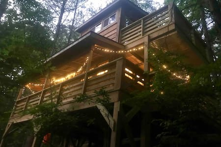 Firefly Bend Treehouse with Hot Tub