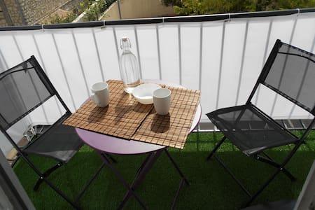 studio calme avec parking balcon toutes commodites
