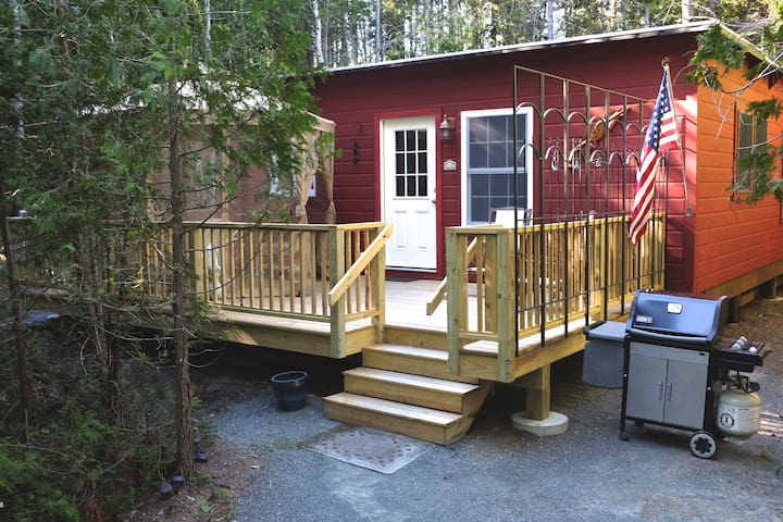 Cranberry Cottage in Acadia, 5 min walk into town!