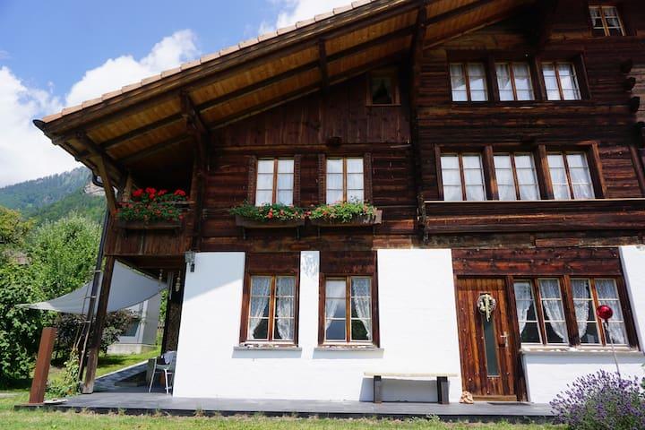 Charmante 2 Zimmer Wohnung im Berner Oberland