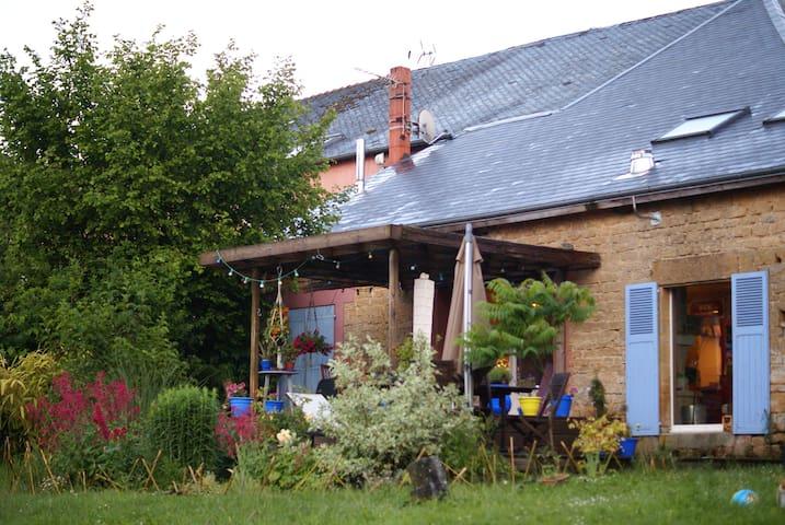 Villers-le-Tilleul的民宿