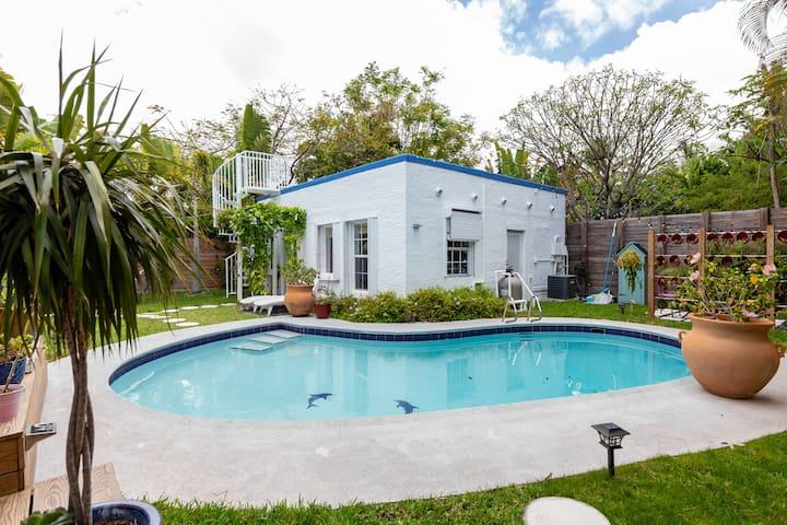 Cute cottage w/ pool near Brickell & Little Havana