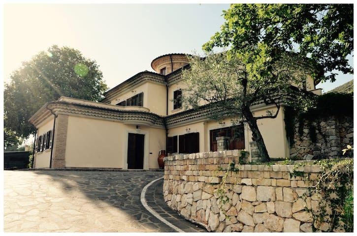 Colle San Magno的民宿