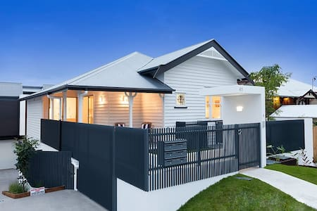 Modern elegant cottage 4Br near PA Hospital