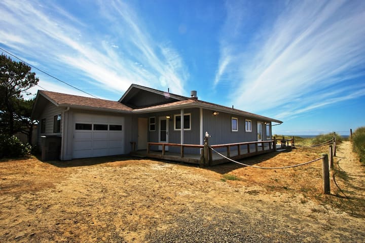 SANDY SHORES~Single story oceanfront home that is walking distance to town - 2 Bedroom, 1.5 Bathroom