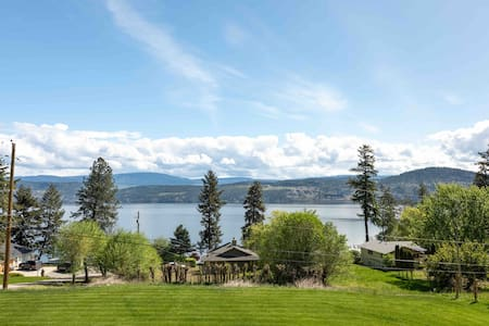 2 BR chalet suite, with gorgeous lake views!
