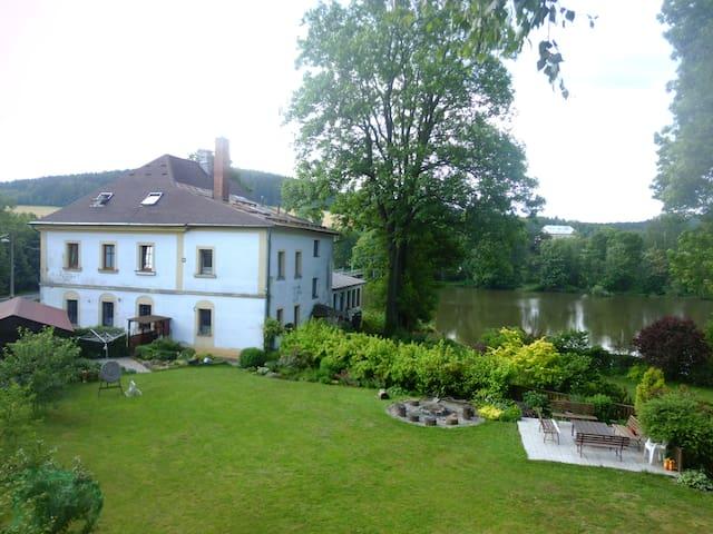 Rybniště的民宿