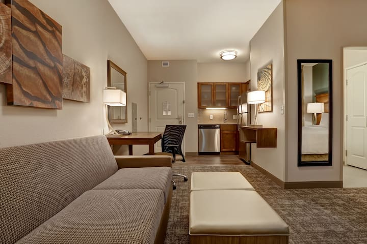 Free Breakfast. Pool. Shared BBQ. Gym. Near Overland Park Convention Center! Great for Business Travelers!