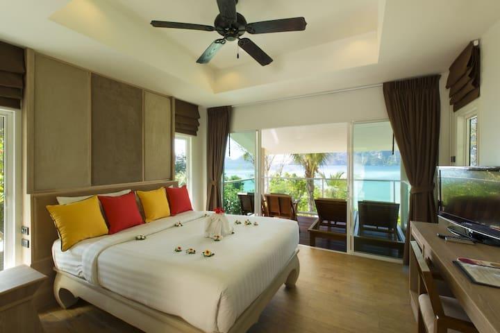 Deluxe Villa on Tonsai Bay!