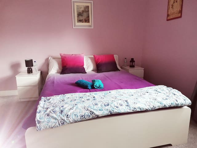 Large and cosy room  in Barnsley (near Sheffield)