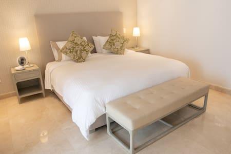 NORMANDIA - Full Apartment 8C (Perfect Location)