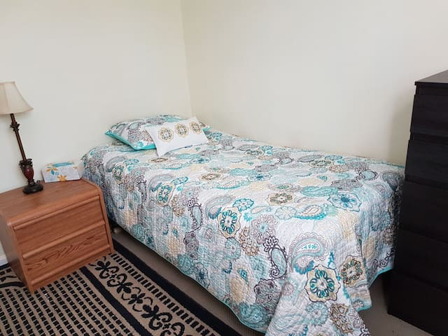 Private Comfy Bedroom & Shared Hall Bath