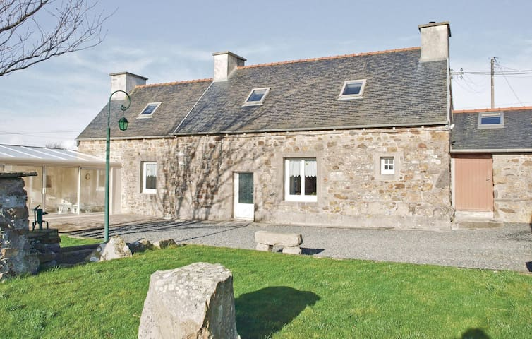 Holiday cottage with 2 bedrooms on 90m² in Kerbors