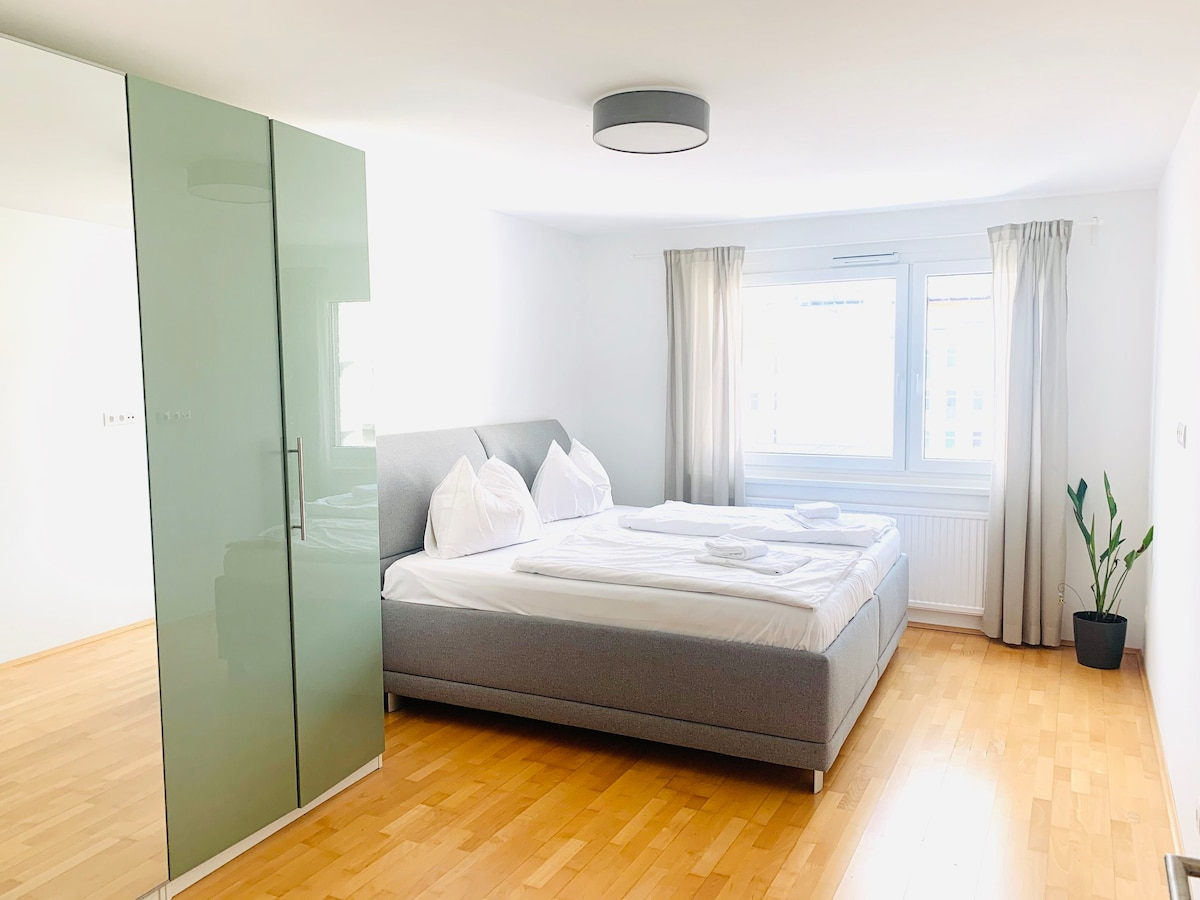 CENTRAL APARTMENT   kingsize bed   private parking