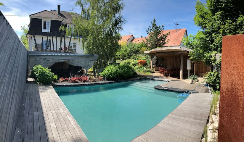 Appartment with pool and garden