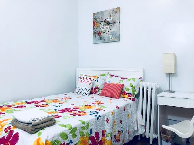 Skylit Private Bedroom for LGA & JFK layovers