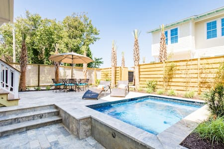 NEW HOME!- Private Pool, Parking, Close to Beach
