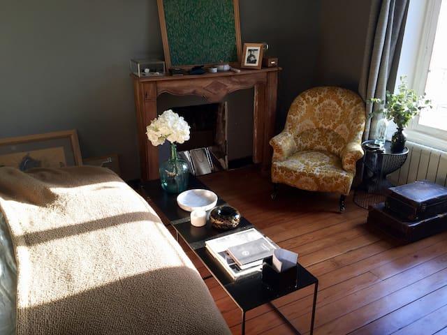 Stylish, spacious en-suite bedroom (>3 days)