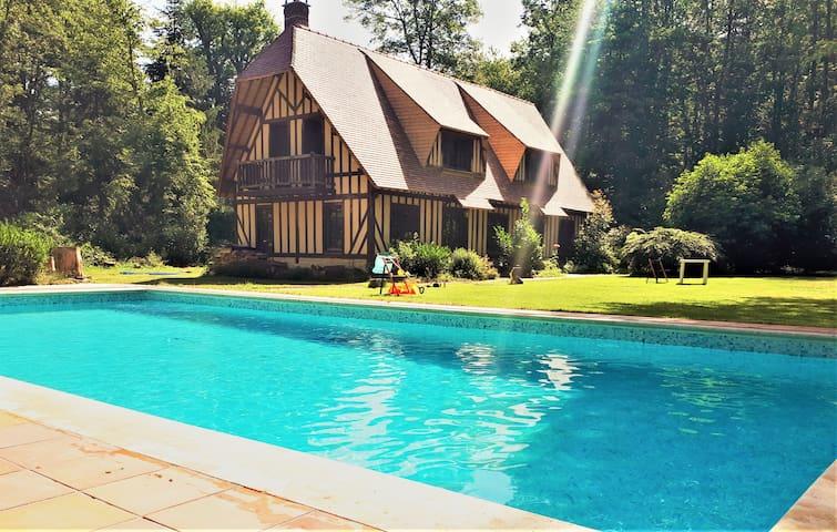 Maison Normande avec Pisicne