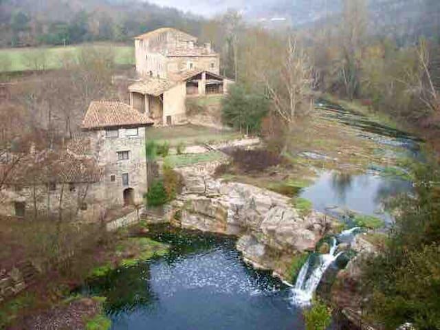 Castell de Roca. Masia del S.XII