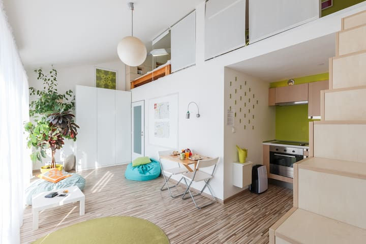 Sunlit Loft · Balcony · Hip District · Very Cozy