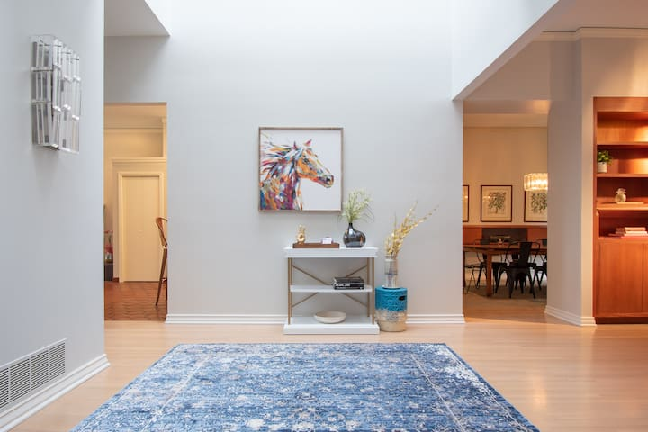 Capital Hill Gem - Huge space in the City!