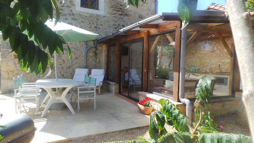 Chez Mondy,Jacuzzi & Pool varaignes