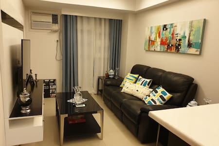 1BR Urban Chic place + WiFi + Hot & Cold shower