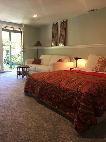 Private 2 bed/1 bath one block from Reed College