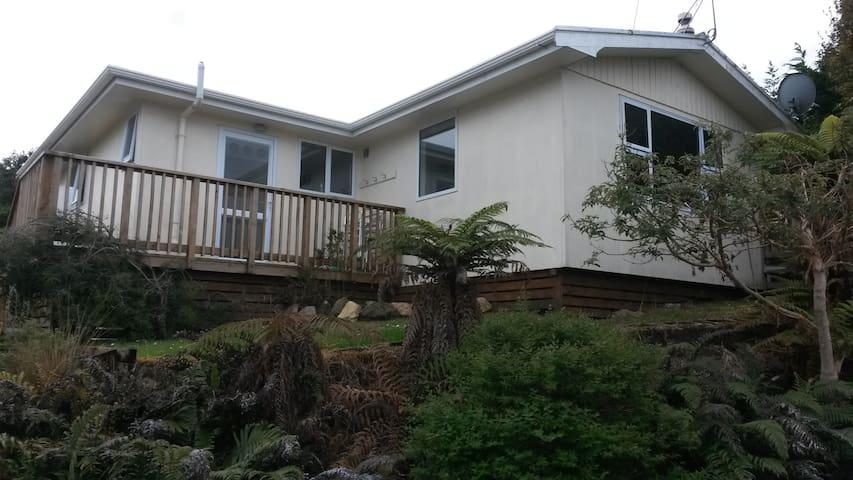 2 Breakaway Holiday Homes Oban Stewart Island