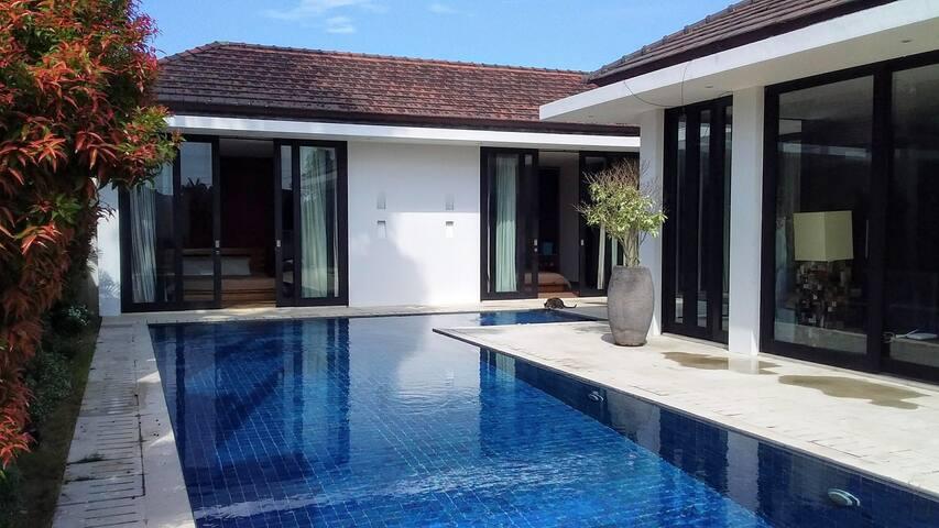 Private bedroom/bathroom in beautiful modern villa