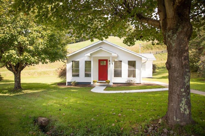 Burnsville Country Cottage