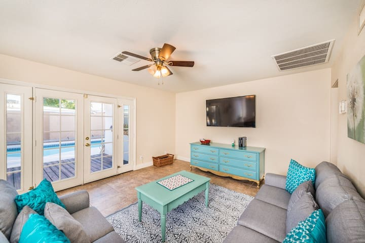 Lovely home -4 miles from the strip