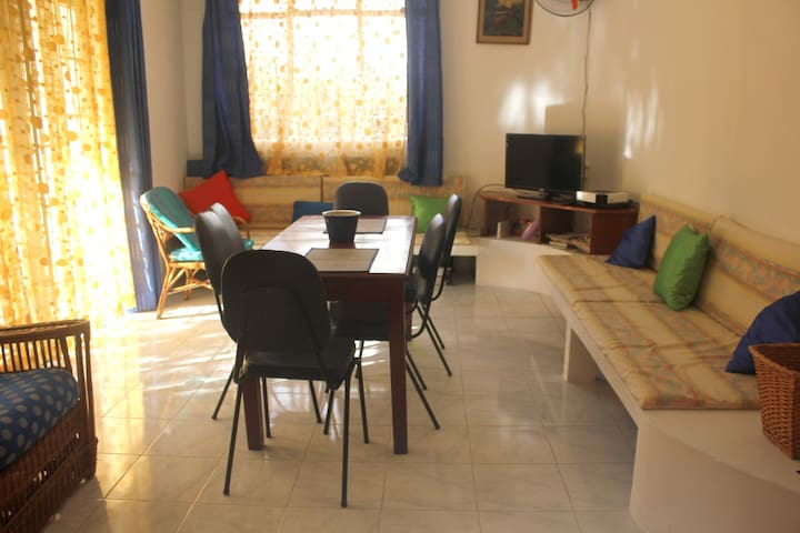 Apartment with 2 bedrooms in Pereybere, with enclosed garden - 200 m from the beach