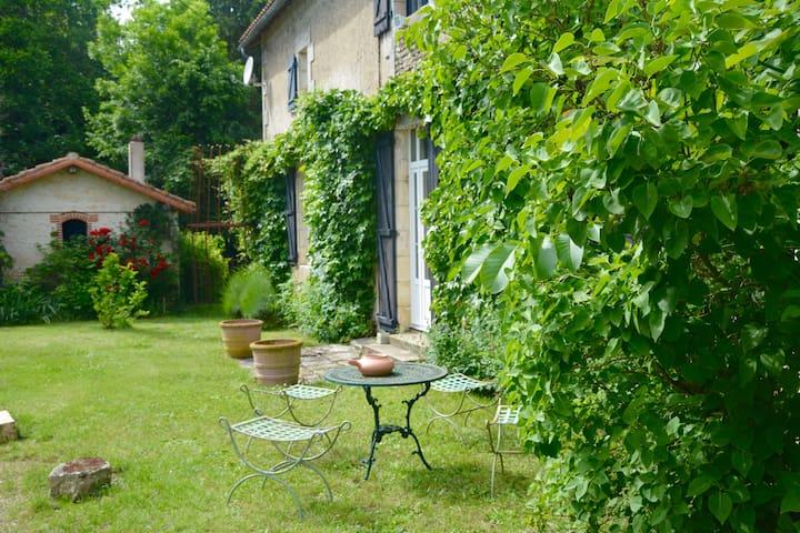 Usson-du-Poitou的民宿