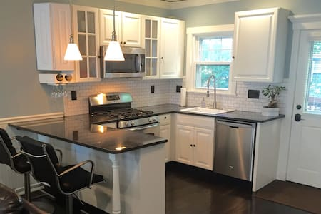 Sanitized Modern 3BD private home-near BCEC