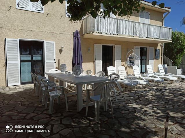 Maison 200 m2 avec  jacuzzi , terrasse et barbecue