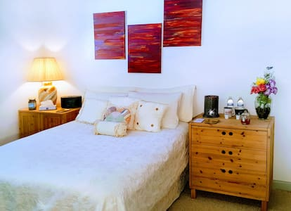 LOVELY Private Room in Upscale Quiet Location