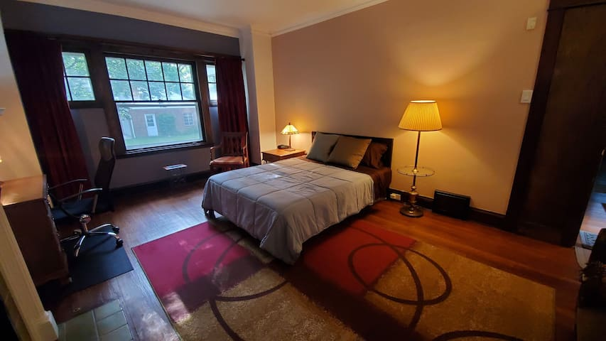 Large Bedroom close to Cleveland Clinic,CWRU,UH
