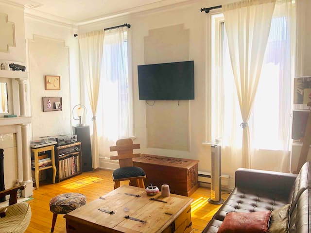 Room in the heart of Mile End with private balcony