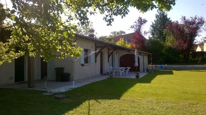 Saint-Séverin的民宿