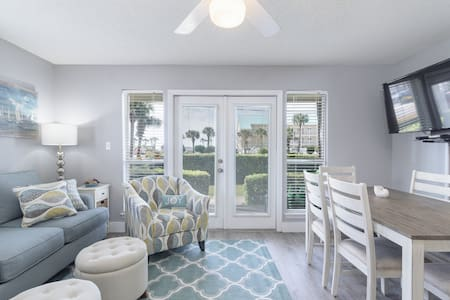 Remodeled condo - Steps away from beach with pool