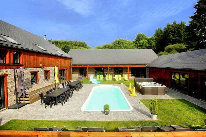 Plush Villa in Manhay with Heated Pool & Wellness Centre