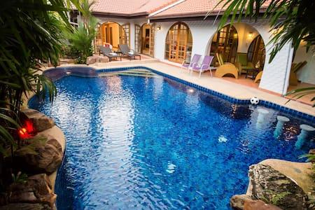 Grand Condo Wasana Pool villa 300meter from beach