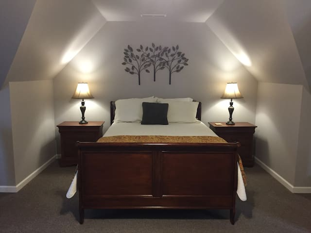 Suite near Hospitals, Berry College + Tennis