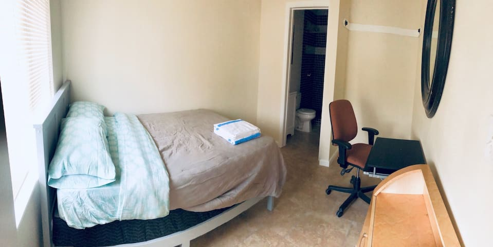Private Room & Bathroom in East Hollywood