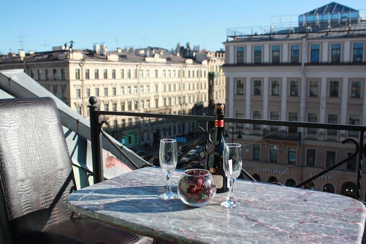 Уютный сьют с видом на Невский проспект и террасой