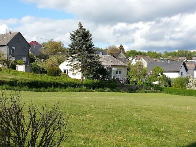 Haus mit Weitblick, Terrasse, Wintergarten